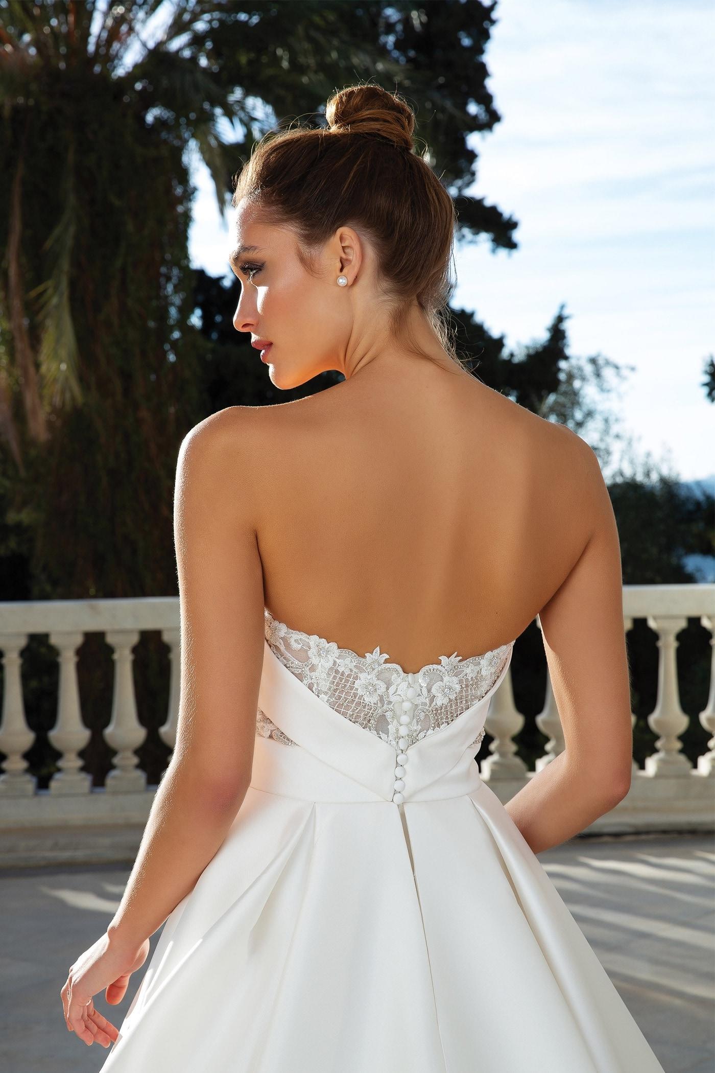 Schulterfreies Brautkleid im Prinzess-Stil mit trägerlosem Sweetheart-Ausschnitt, Schleppe und Spitzendetail im Rücken von Justin Alexander, Modell 88110
