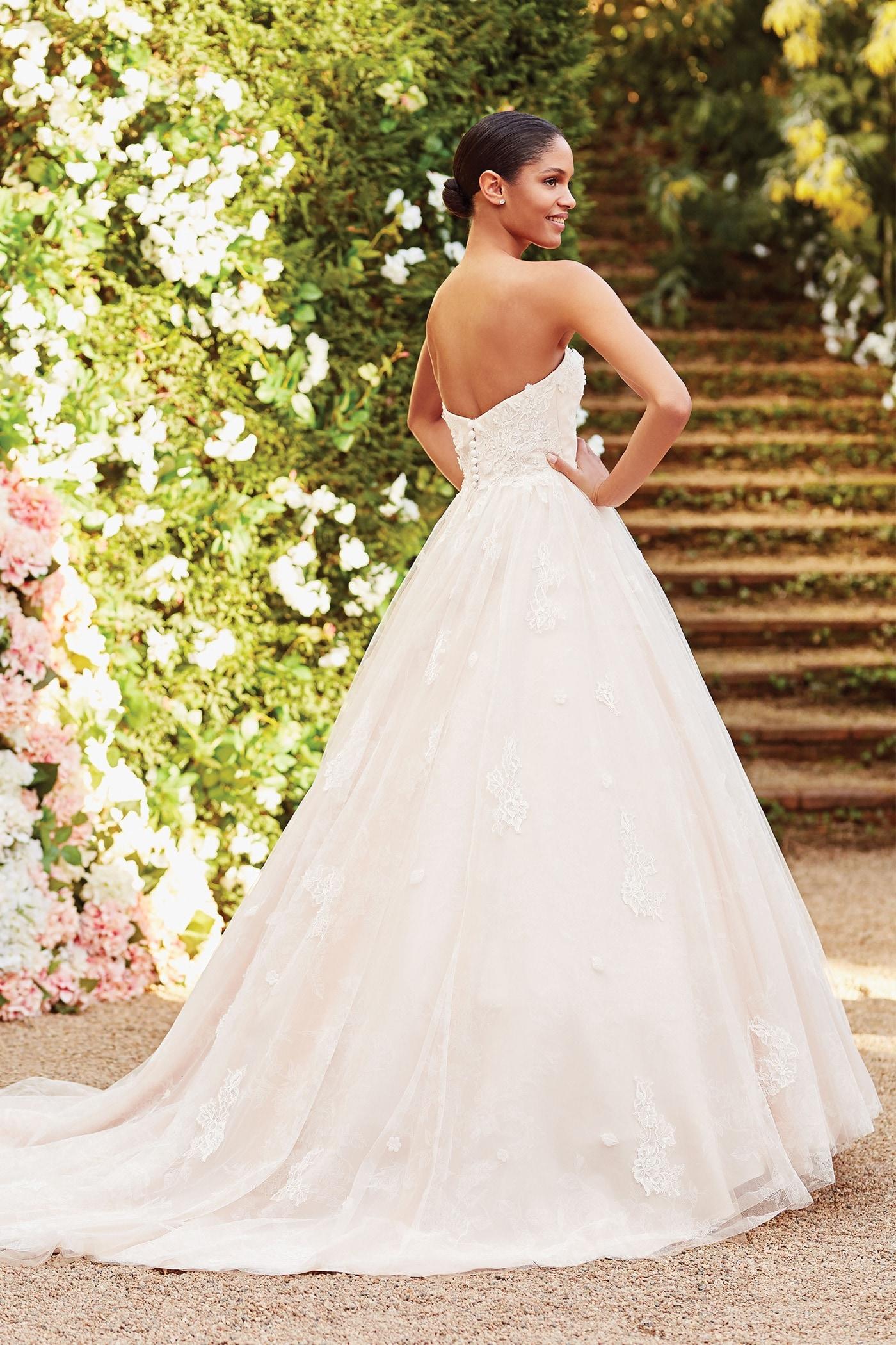 Brautkleid im Prinzess-Stil mit trägerlosem Sweetheart-Ausschnitt, Spitzenblüten und Schleppe von Sincerity, Modell 44175