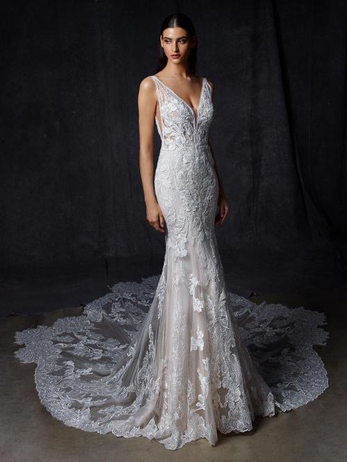 Puderfarbenes Brautkleid mit 3D-Spitze im Fit-and-Flare-Schnitt mit transparentem Top, Plunge-Ausschnitt und tiefem Rücken von Enzoani, Modell Olaya