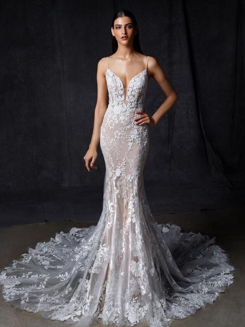 Rosafarbenes Fit-and-Flare-Brautkleid mit 3D-Spitze, Plunge-Ausschnitt, Spaghettiträgern und tiefem Rücken von Enzoani, Modell Ora