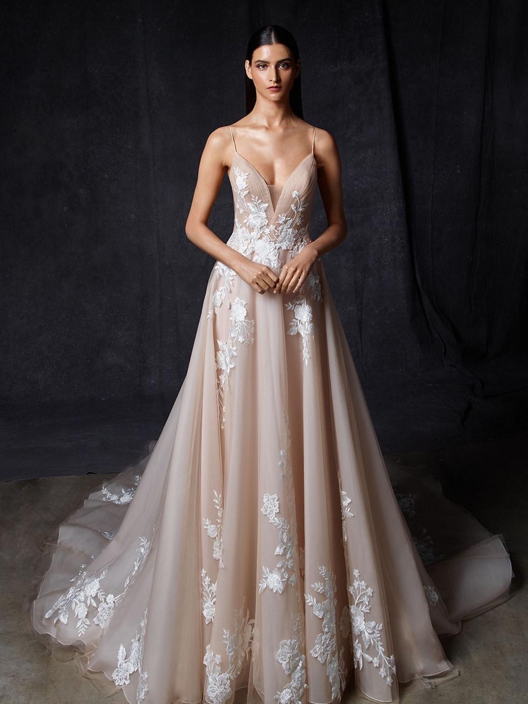 Brautkleid im Prinzessschnitt in Rosa mit 18D-Spitze, Plunge