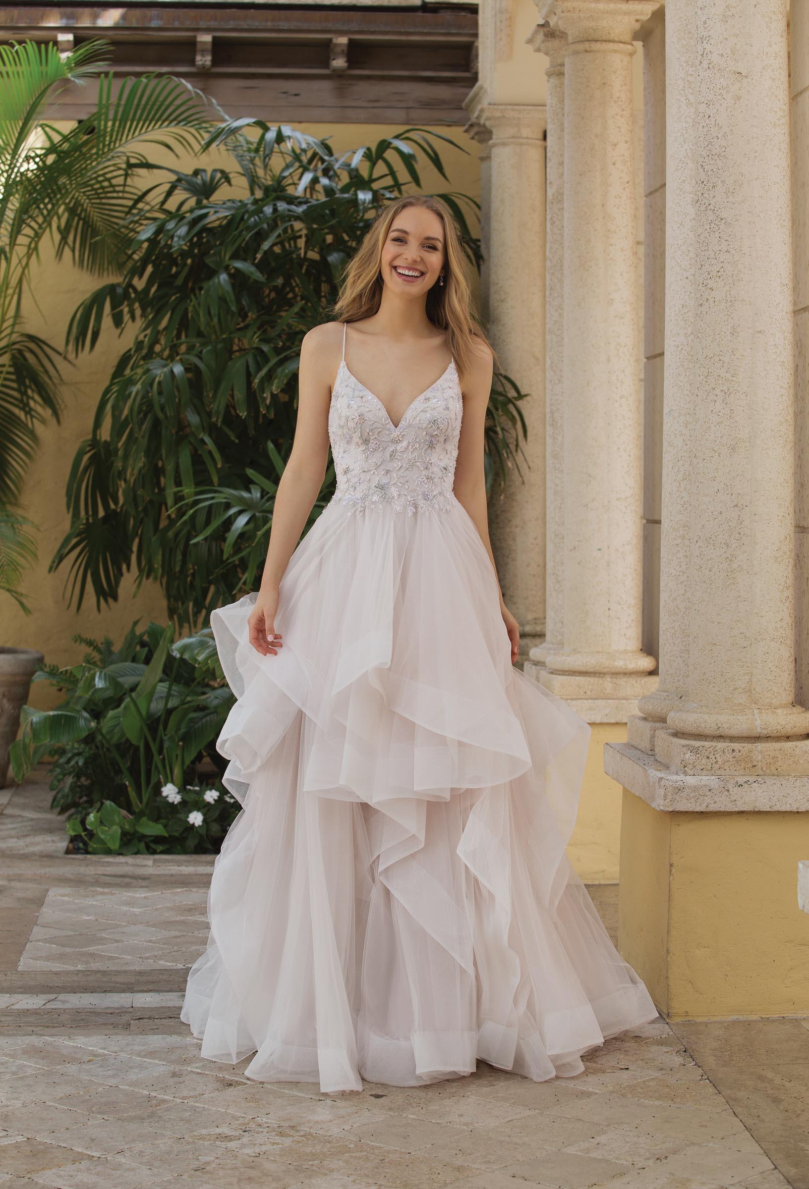 Prinzessinnen-Brautkleid mit Spaghettiträger und Volants von Sincerity, Modell 44104
