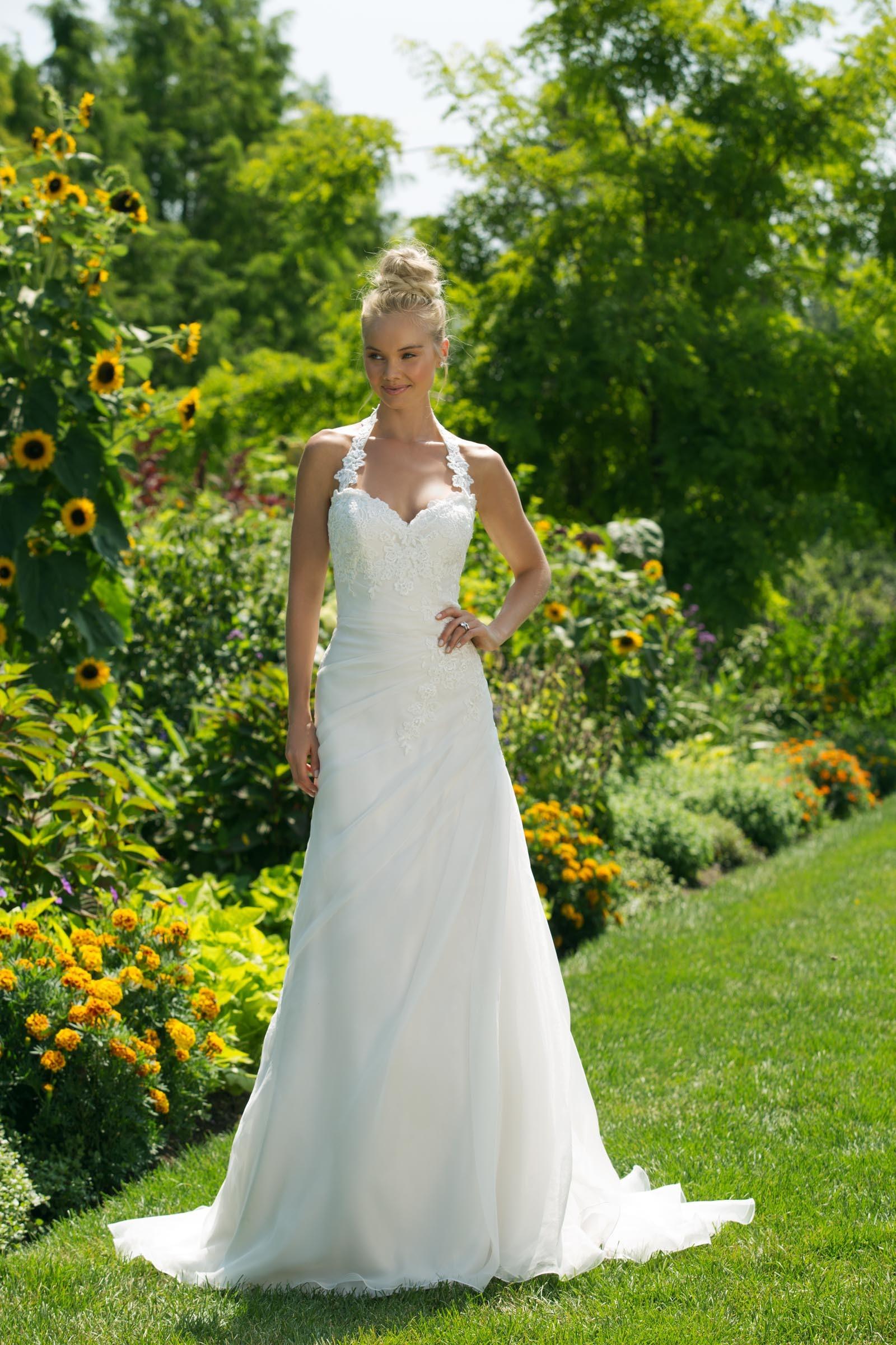 Brautkleid in A-Linie mit Spitze und Neckholder-Ausschnitt in
