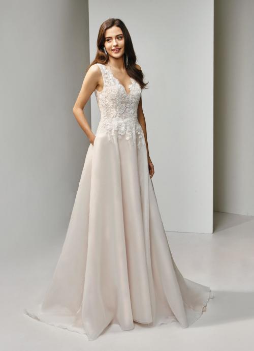 Brautkleid in A-Linie mit Spitze und V-Ausschnitt von Beautiful Bridal, Modell BT19-22