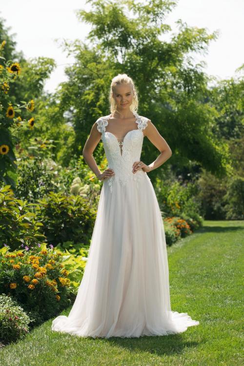 Brautkleid mit Spitze und tiefem Ausschnitt in Herzform von Sweetheart, Modell 11020