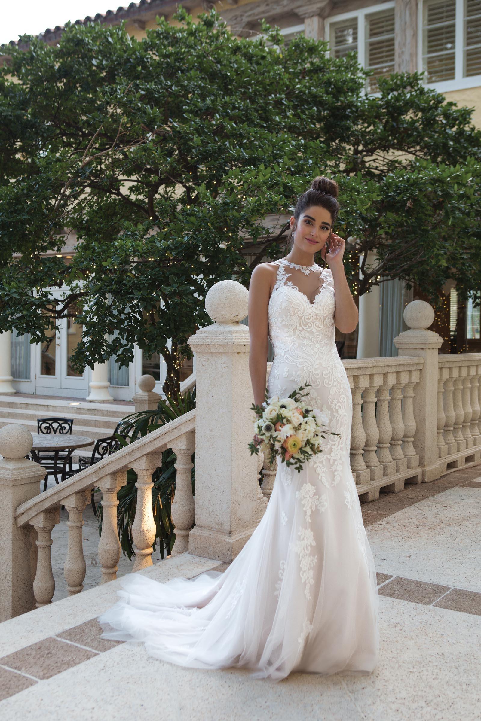 Fit and Flare-Brautkleid mit Spitze und Neckholder von