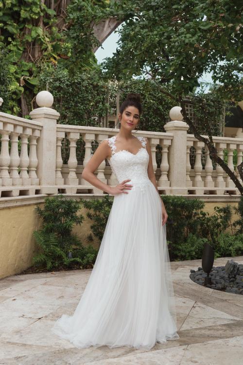Brautkleid mit Herzausschnitt und Tüllrock von Sincerity, Modell 44094