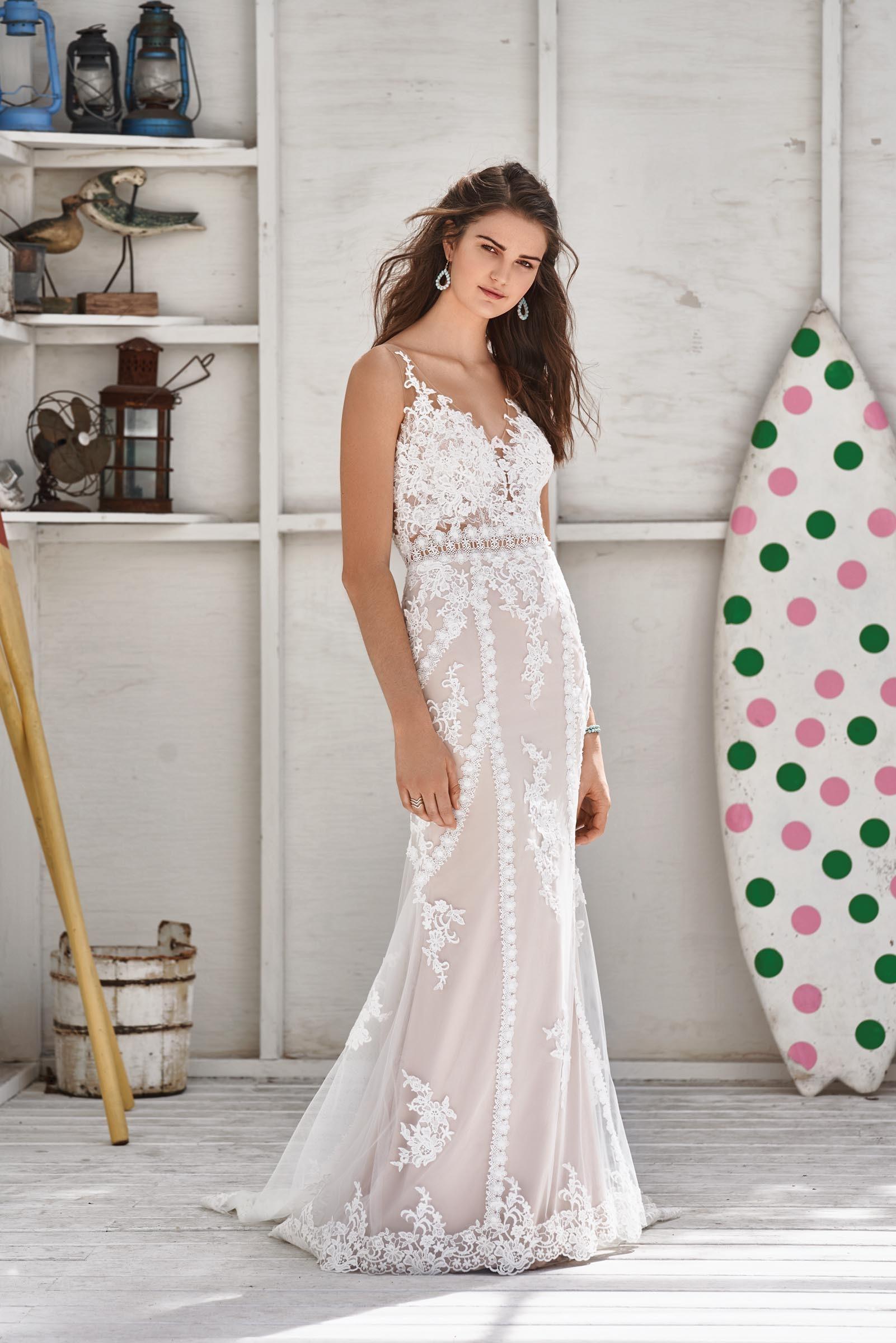 rosa Brautkleid mit Spitze von Lillian West, Modell 66052