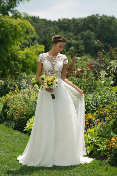 Brautkleid im Prinzessschnitt mit transparentem Spitzentop, Tattoo-Effekt und Cap-Ärmeln von Sweetheart, Modell 11025