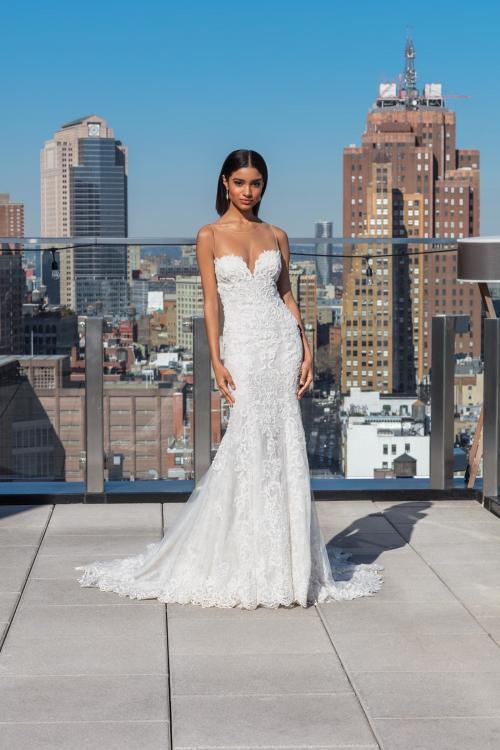 Trägerloses Brautkleid aus Spitze im Fit-and-Flare-Schnitt mit Sweetheart-Ausschnitt von Justin Alexander Signature, Modell 99032