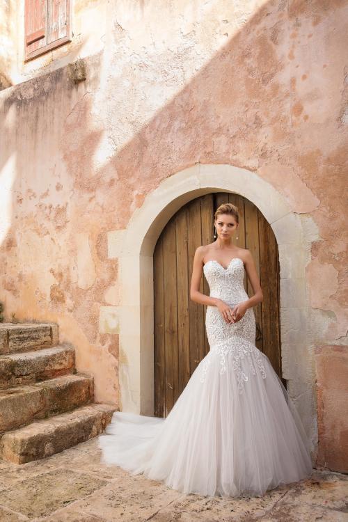 Schulterfreies Brautkleid mit Spitze und Herzausschnitt von Justin Alexander, Modell 88051