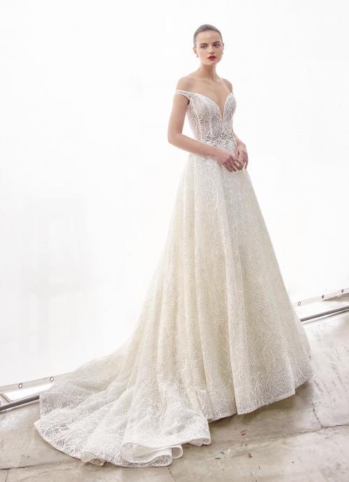 Schulterfreies Brautkleid im Prinzessschnitt mit Spitze, transparenter Korsage und Carmen-Ausschnitt in Herzform von Enzoani, Modell Nadine, Frontansicht