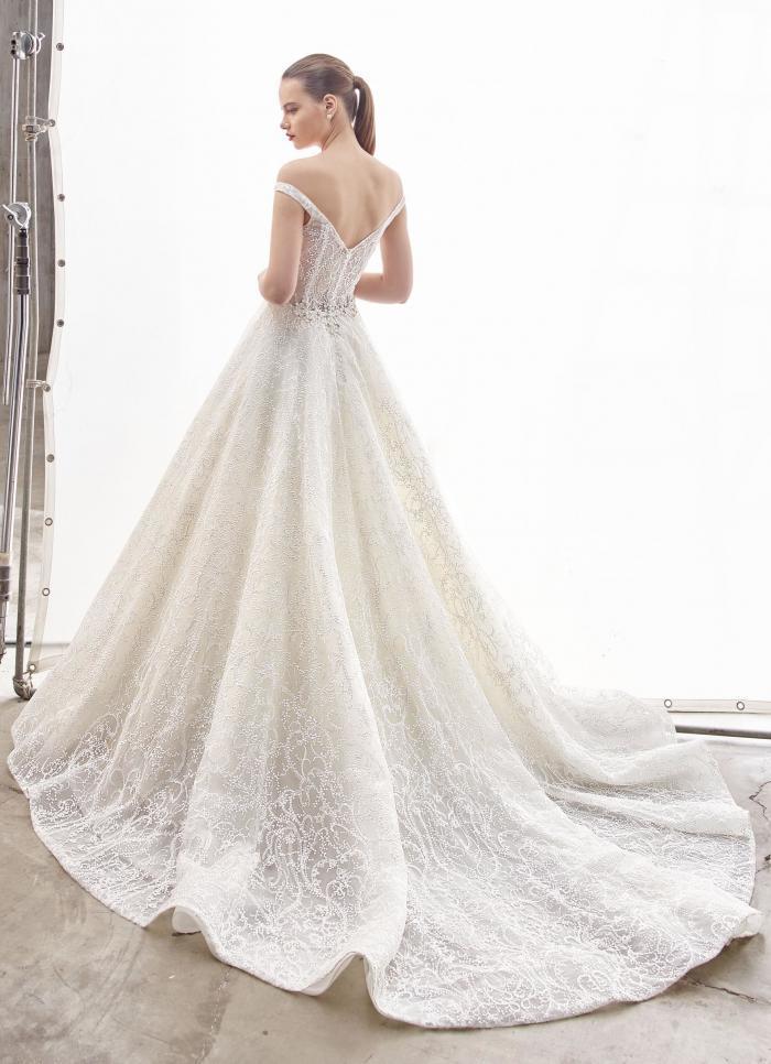 Schulterfreies Brautkleid im Prinzessschnitt mit Spitze, transparenter Korsage und Carmen-Ausschnitt in Herzform von Enzoani, Modell Nadine, Rückansicht