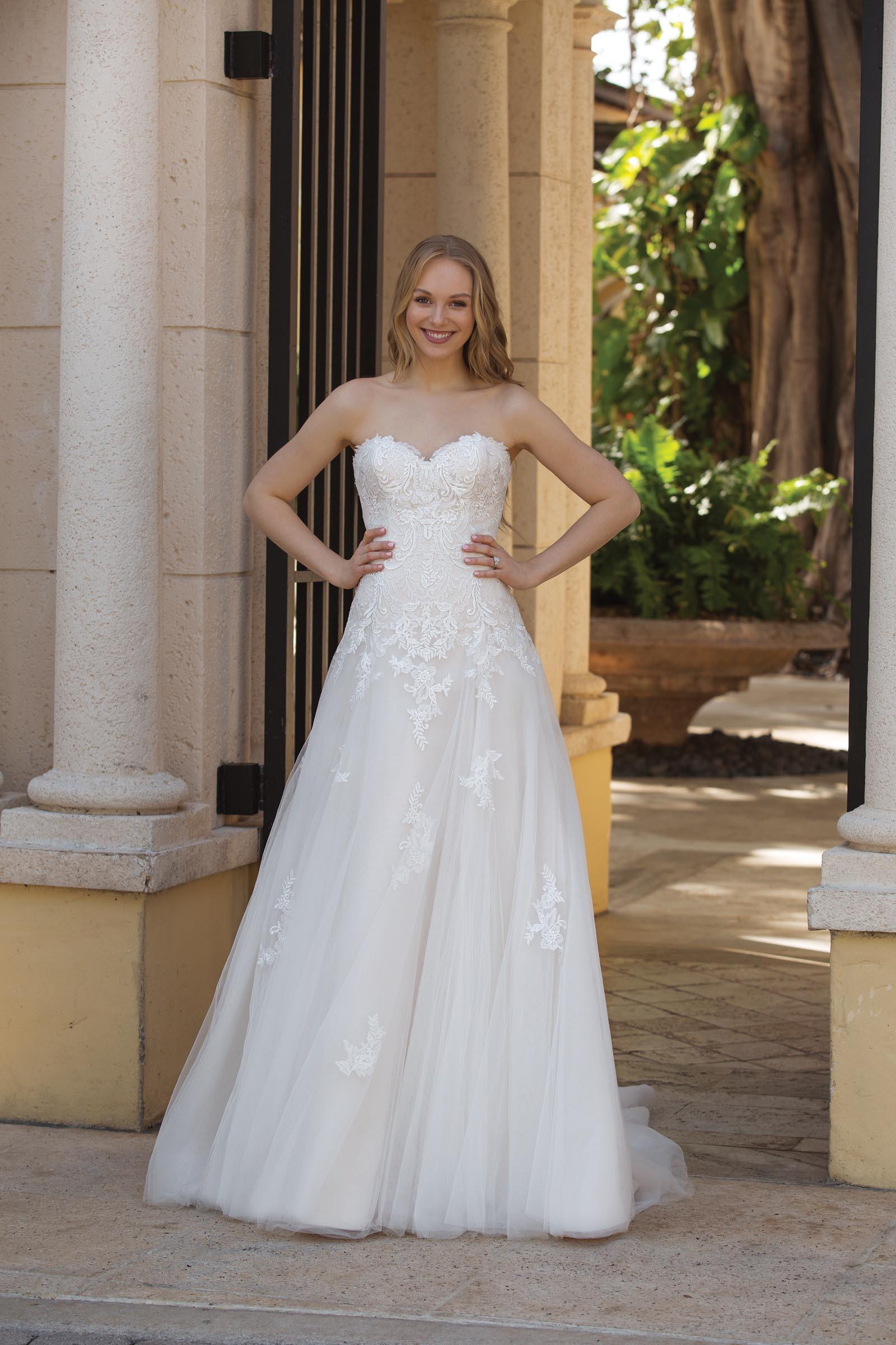 Sortenstile von 2019 gute Textur Vereinigte Staaten Wandelbares Brautkleid mit Dreiviertelarm in A-Linie von ...