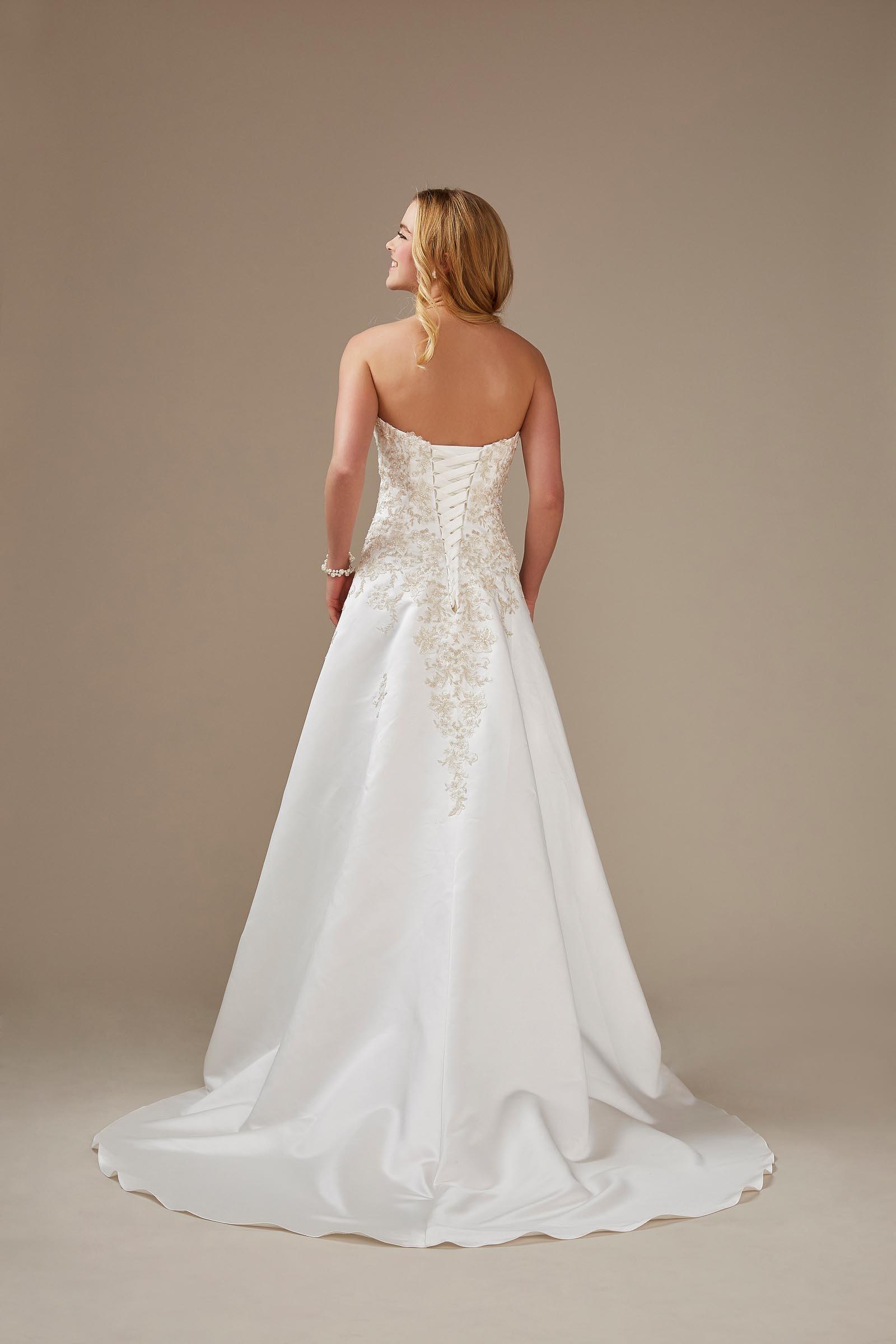 trägerloses Brautkleid mit Stickerei aus Satin von Weise, Modell 336892