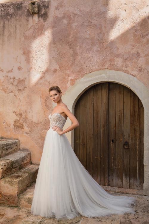 Brautkleid mit trägerloser Korsage und Tüllrock von Justin Alexander, Modell 88044