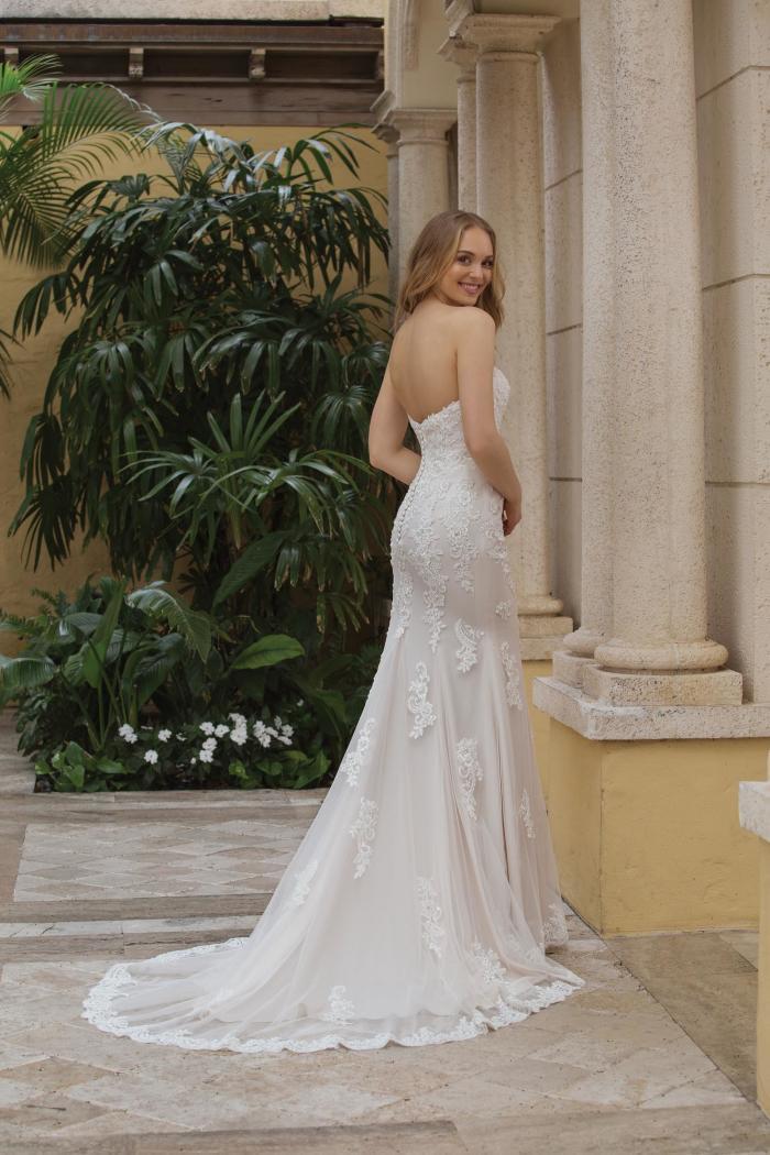 wandelbares Fit and Flare Brautkleid mit Perlenstickerei von Sincerity, Modell 44102