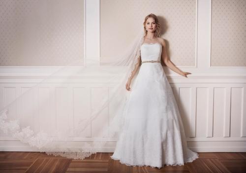 Weißes Brautkleid aus Spitze, schulterfrei und trägerlos, mit Gürtel von Lilly