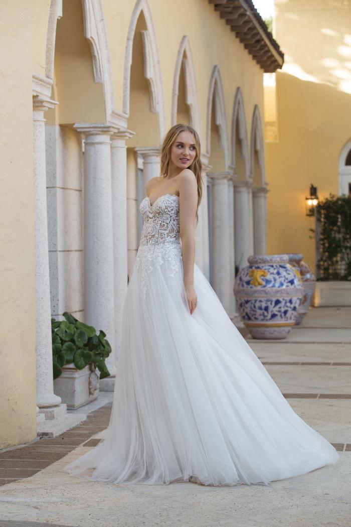Brautkleid mit transparentem Spitzentop und abnehmbarem Off-Shoulder-Träger von Sincerity, Modell 44076