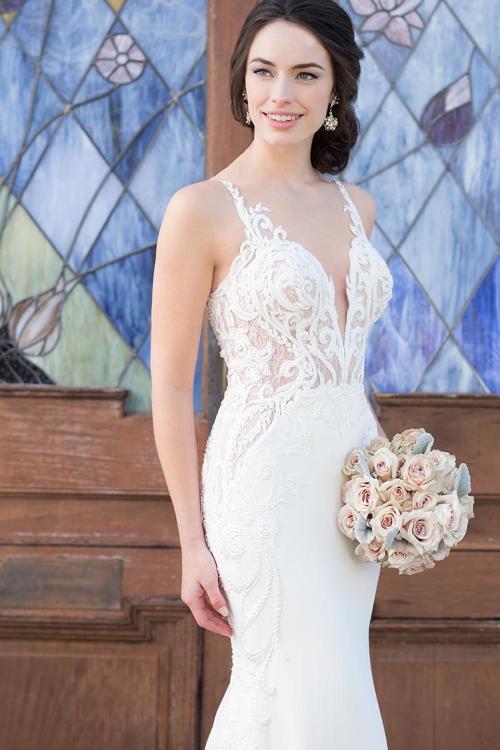 Weißes Brautkleid mit transparenter Spitzenkorsage und tiefem Plunge-Ausschnitt von Martina Liana