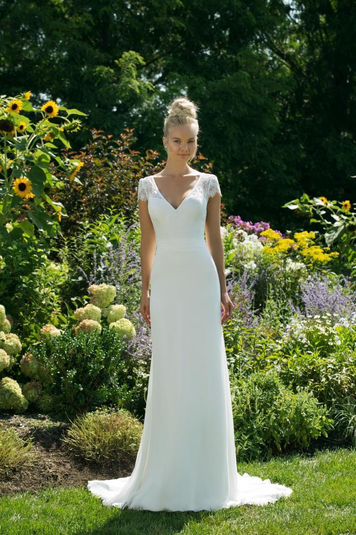 Weißes Brautkleid in A-Linie mit Spitzentop mit V-Ausschnitt von Sweetheart, Modelll 11004