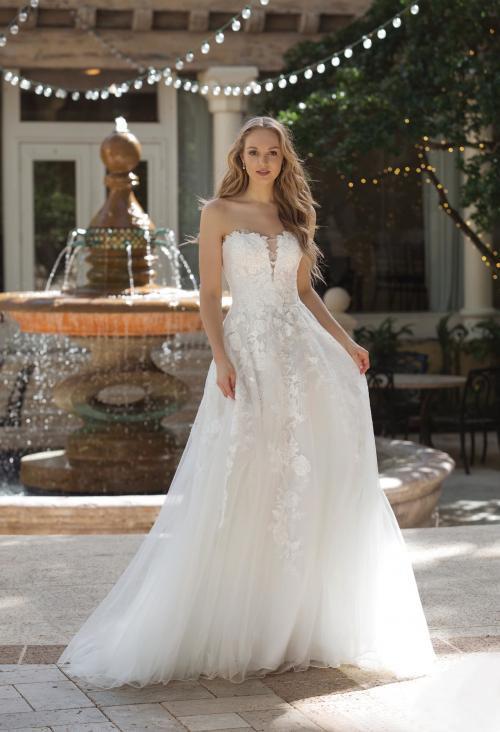 schulterfreies Brautkleid mit Blüten in Weiß von Sincerity, Modell 44073