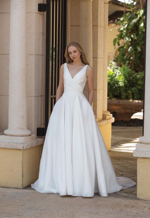 weißes Brautkleid mit V-Ausschnitt im Prinzessinnen-Look von Sincerity, Modell 44080