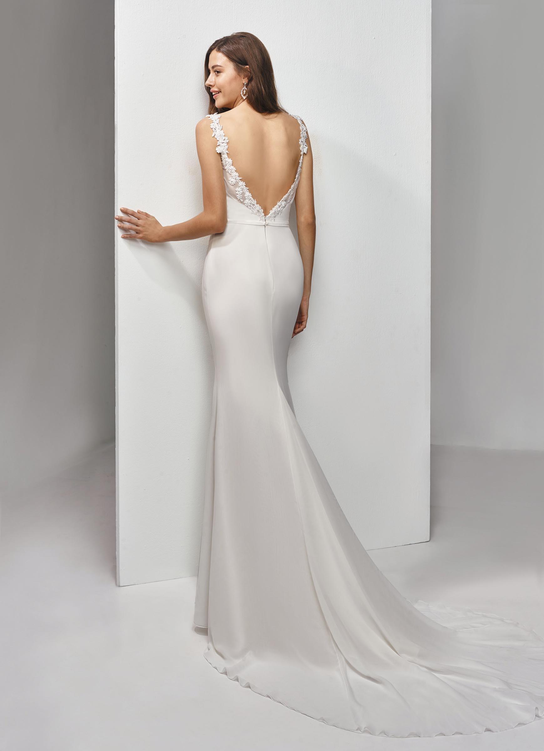 Fit and Flare-Brautkleid mit Blütenstickerei von Beautiful Bridal, Modell BT19-17
