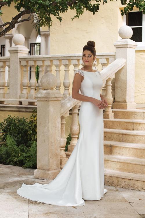 weißes Fit and Flare Brautkleid mit Ärmeln und Schleppe von Sincerity, Modell 44081