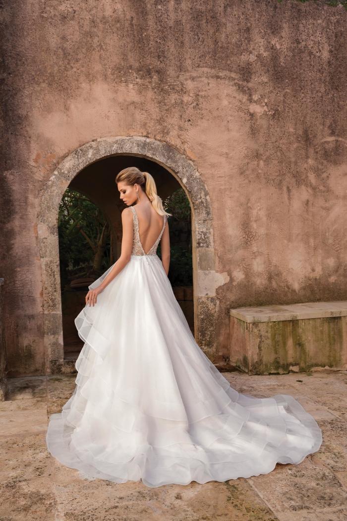 Brautkleid mit Volants, Strass und tiefem V-Ausschnitt von Justin Alexander, Modell 88059