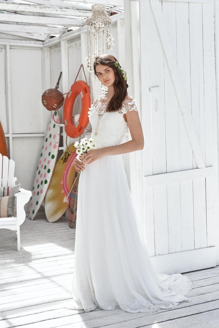 weißes Brautkleid mit Spitze und Carmen-Ausschnitt in A-Linie von Lillian West, Modell 66037