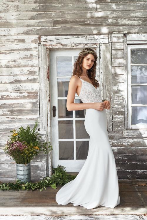 weißes Brautkleid mit Spaghettiträger und V-Ausschnitt von Lillian West, Modell 66032