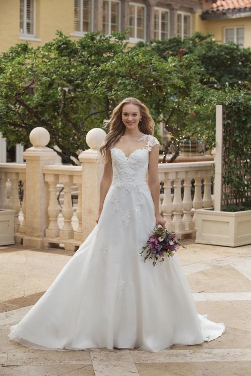 weißes Brautkleid mit Tattoo-Effekt und Herzausschnitt von Sincerity, Modell 44088