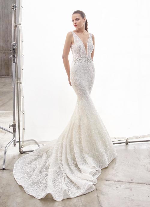 Weißes Brautkleid im Fit-and-Flare-Schnitt mit Spitze, transparentem Top, tiefem V--Ausschnitt, Strassdekoration und Schleppe von Enzoani, Modell North, Frontansicht