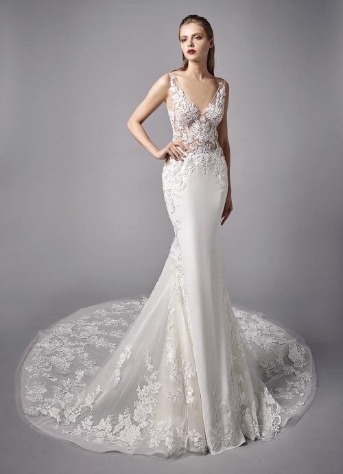 Weißes Brautkleid im Fit-and-Flare-Schnitt mit transparentem Spitzentop, V-Ausschnitt und Schleppe von Enzoani, Modell Noelle, Frontansicht