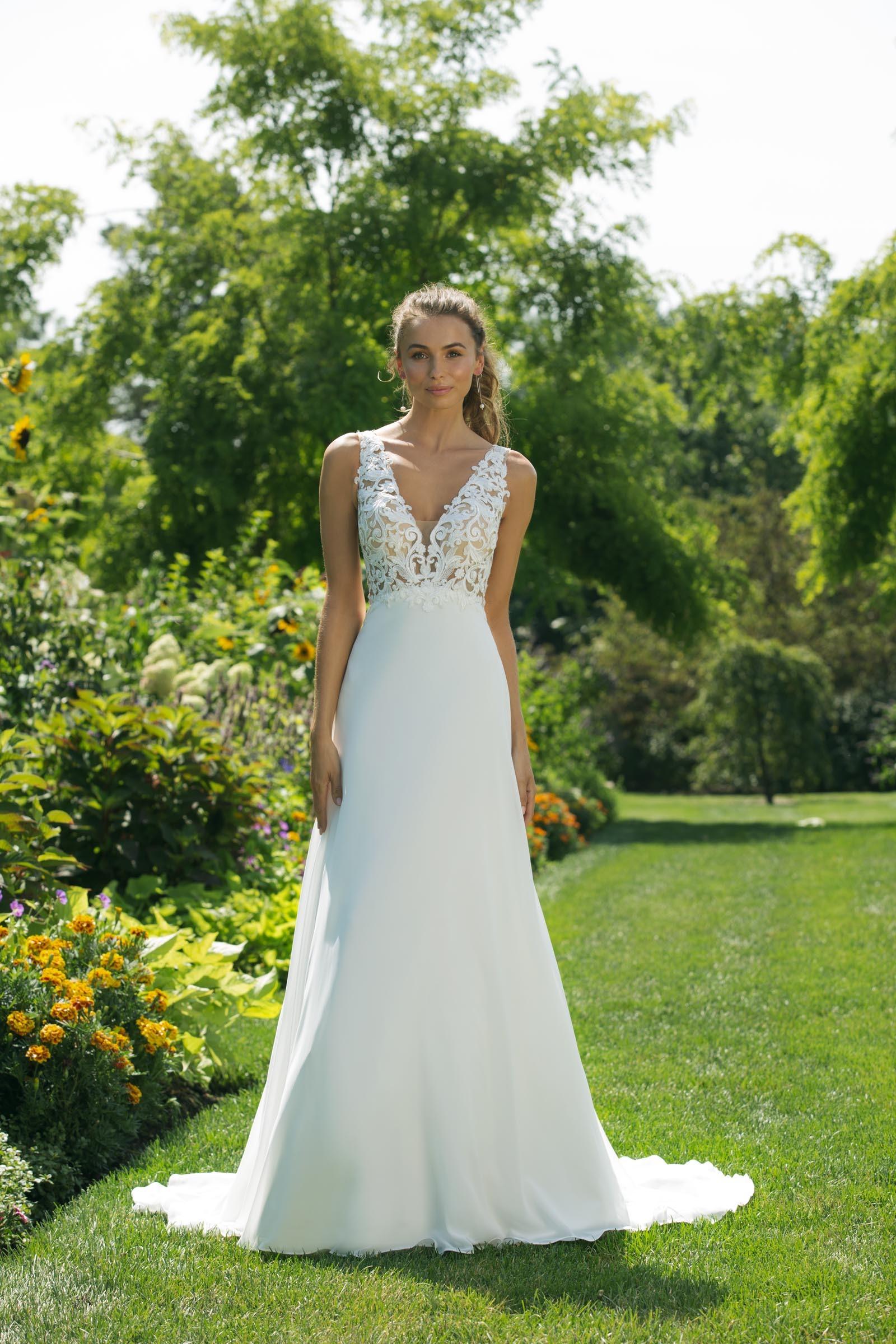 Weißes Brautkleid in A-Linie mit transparentem Spitzentop mit V-Ausschnitt von Sweetheart, Modell 11027