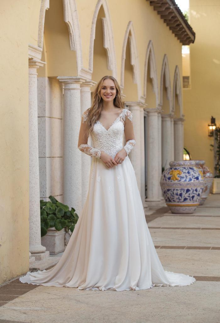 weißes Brautkleid langarm mit V-Ausschnitt von Sincerity, Modell 44098