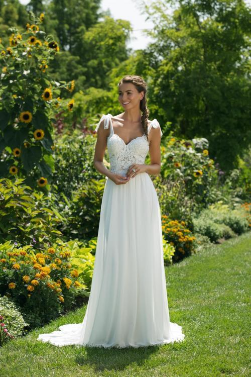 Weißes Brautkleid mit transparentem Spitzenntop und Schleifen von Sweetheart, Modell 11001