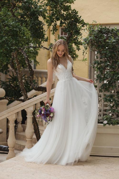 Brautkleid mit Strass, V-Ausschnitt und Tüllrock von Sincerity, Modell 44105