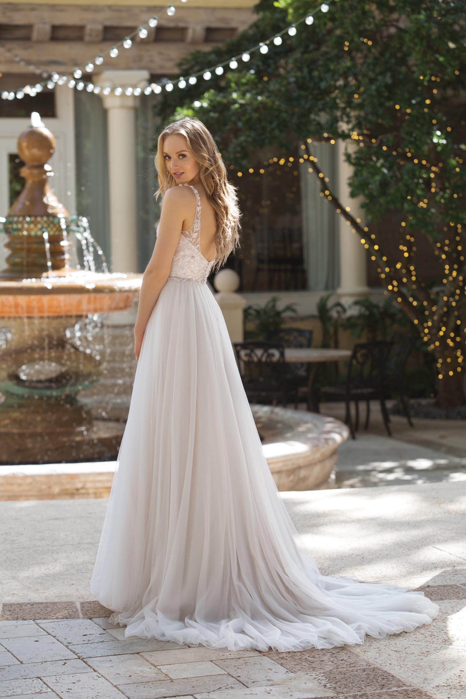 Brautkleid Mit Strass V Ausschnitt Und Tullrock Von Sincerity