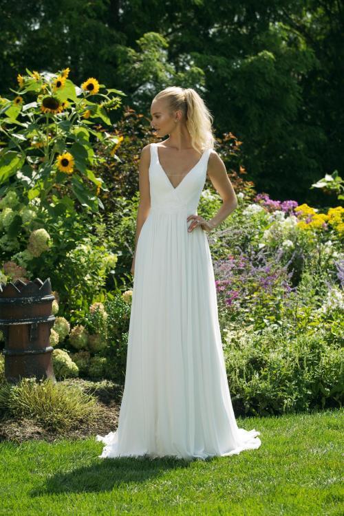 Weißes Brautkleid in A-Liinie mit tiefem V-Ausschnitt von Sweetheart, Modell 11014