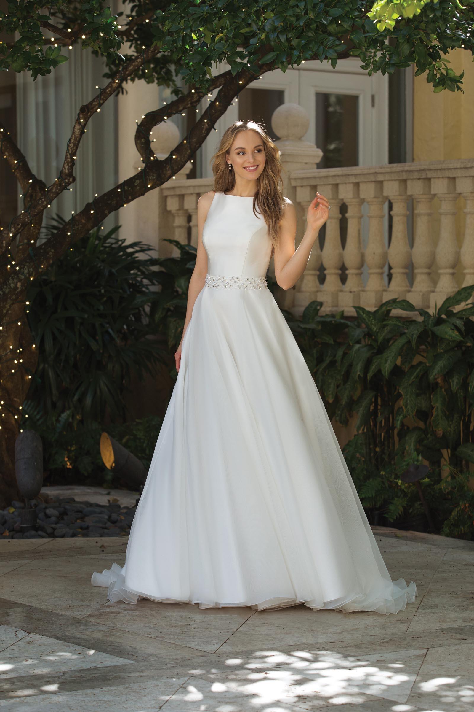 weißes Prinzessinnen-Brautkleid mit U-Boot-Ausschnitt und Gürtel von Sincerity, Modell 44083
