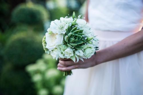 dezenter und moderner Brautstrauss