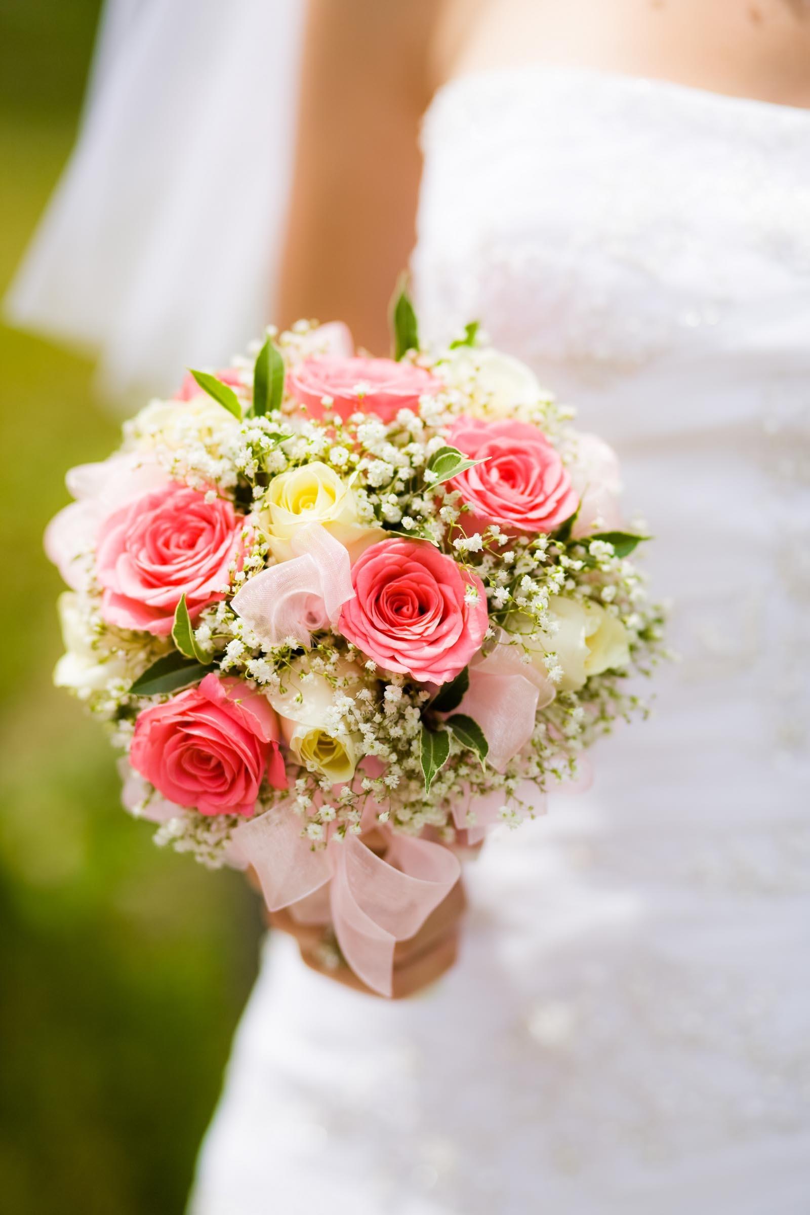 Brautkugel Aus Rosen Und Schleierkraut Heiraten Mit Braut De