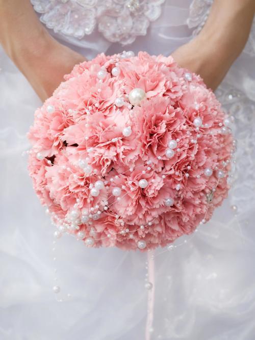 rosa Brautkugel mit Perlen