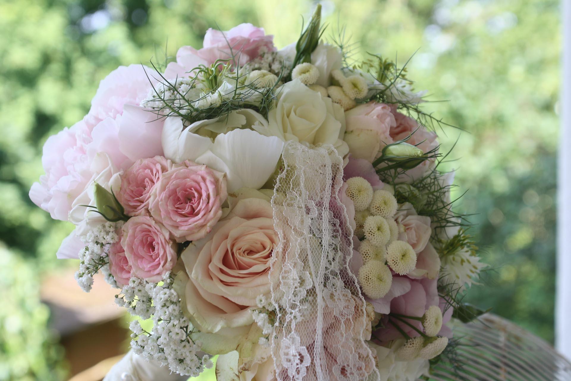 Moderne Brautkugel mit Verzierung