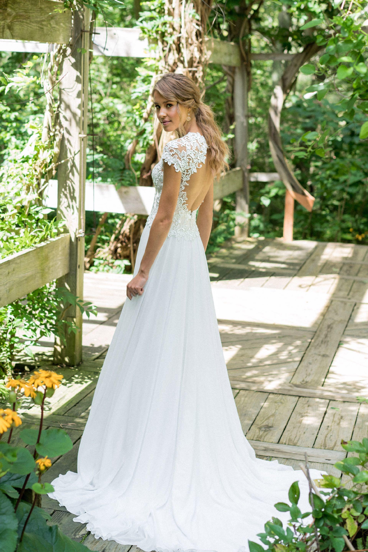 Brautkleid von Lillian West Style 66006