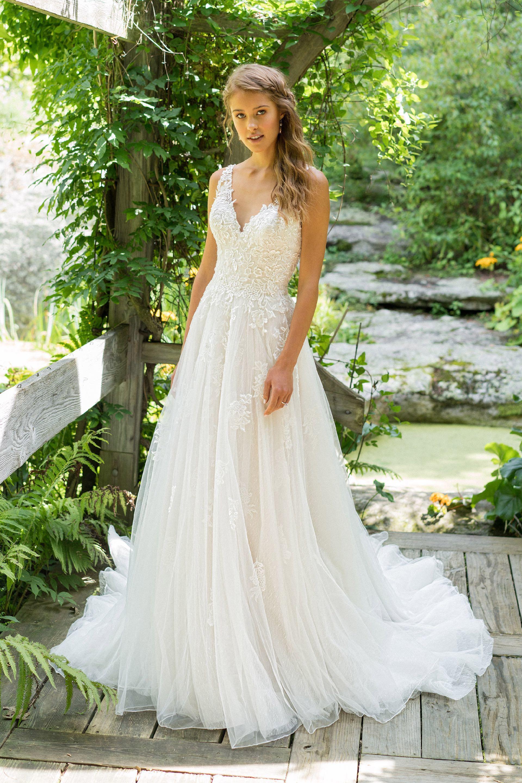 Brautkleid von Lillian West Style 66025