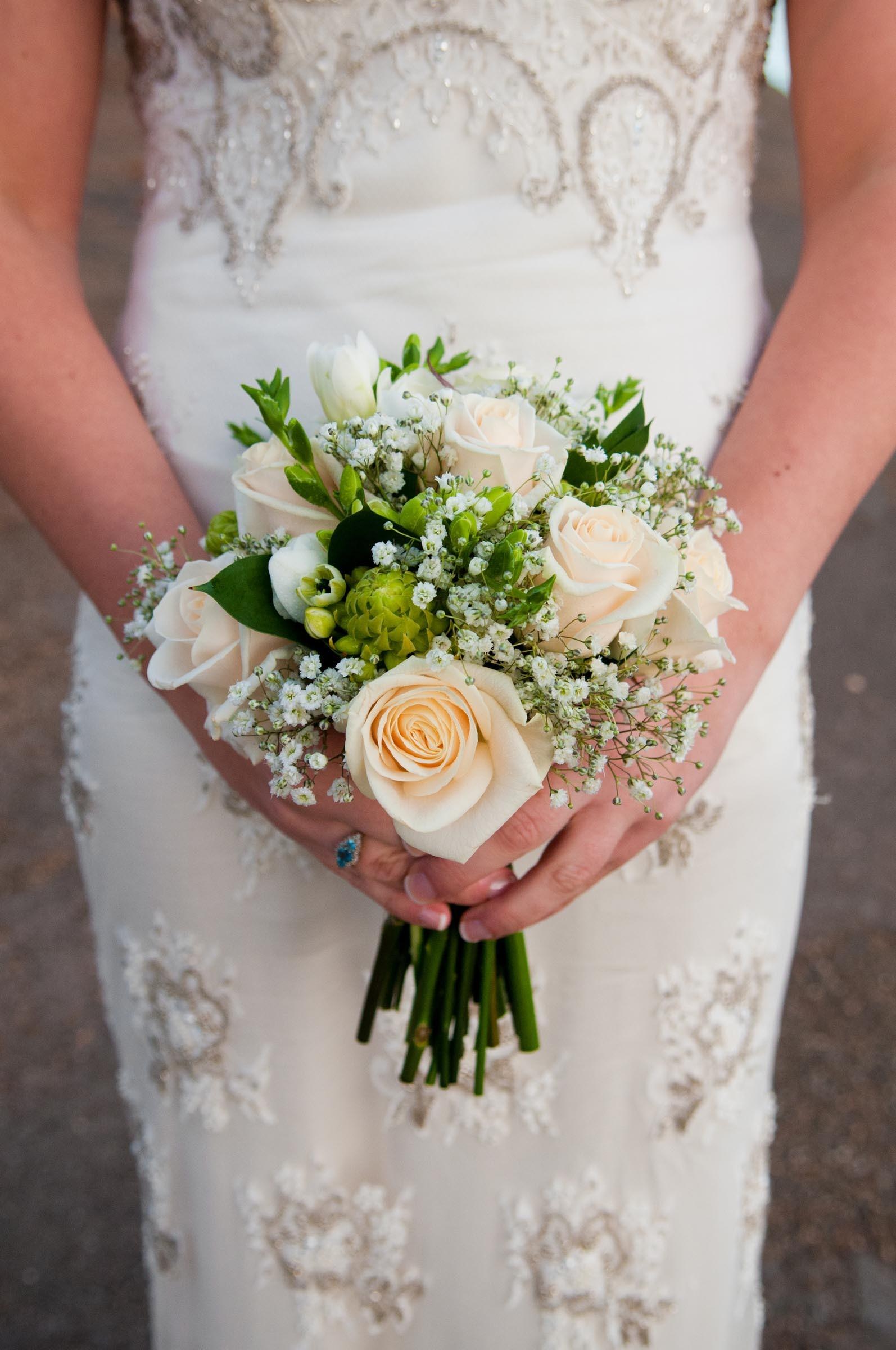 Brautstrauss Aus Rosen Und Schleierkraut Heiraten Mit Braut De