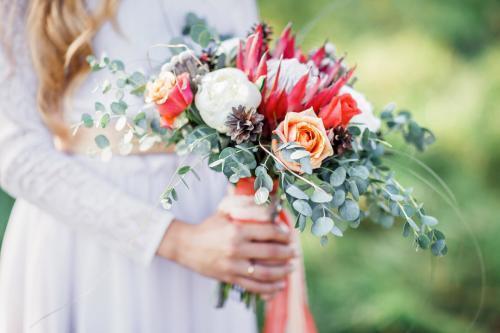 moderner Brautstrauß in Herbstfarben